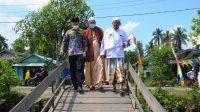 Wakil Bupati Batola H Rahmadian Noor saat meninjau jalan